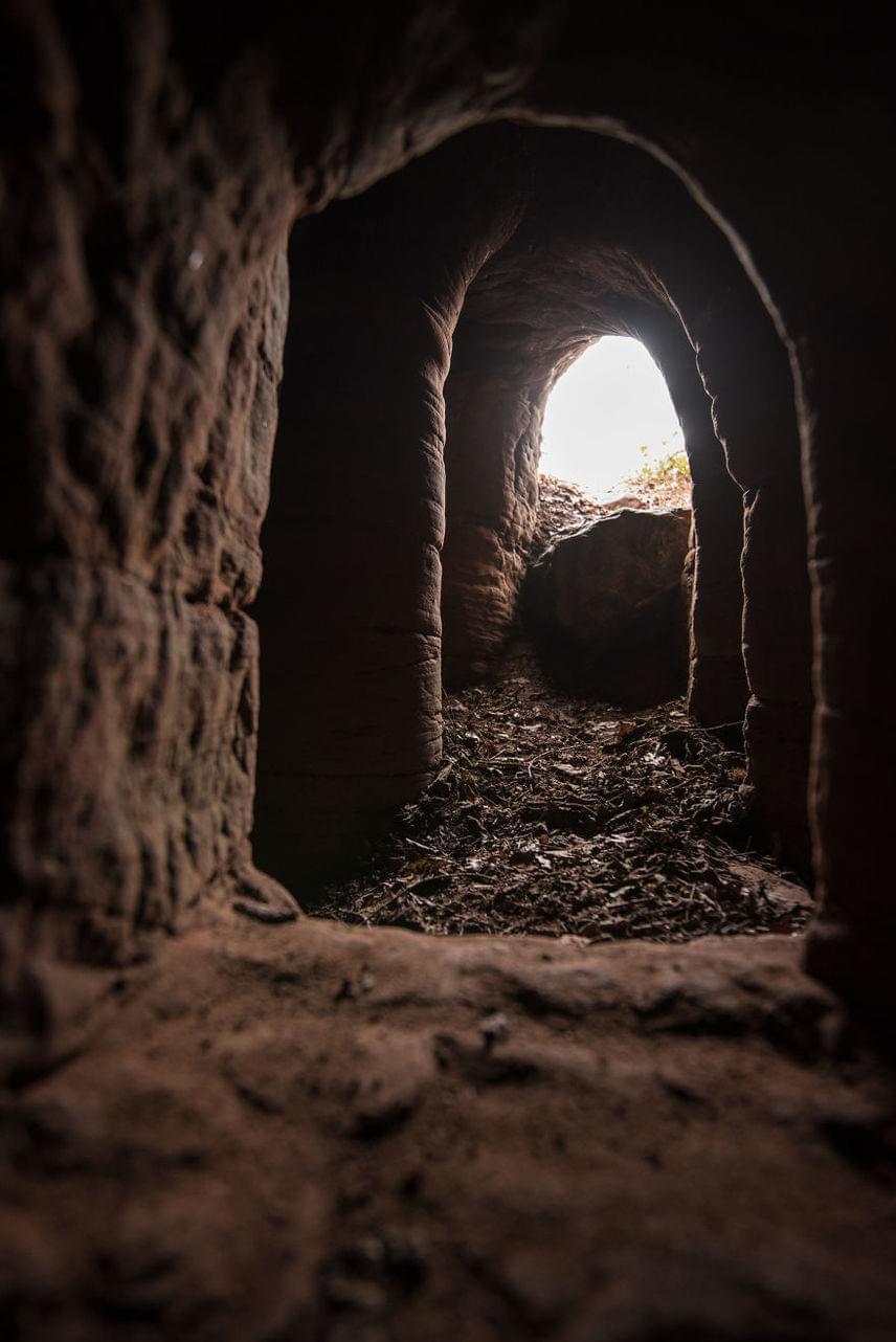 A földterület tulajdonosai 2012-ben bezárták a barlangrendszert, mivel elegük lett a rengeteg turistából, de Michael Scott fotósnak sikerült bejutnia a titkos járatokba.