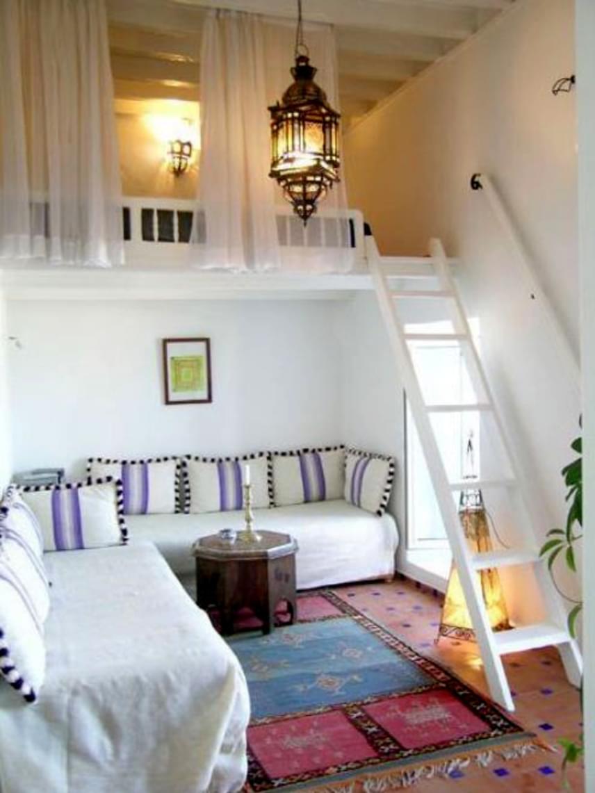 Ha lépcső helyett létra vezet a galériára, az a lehető legkevesebb helyet foglalja el a lakásból.