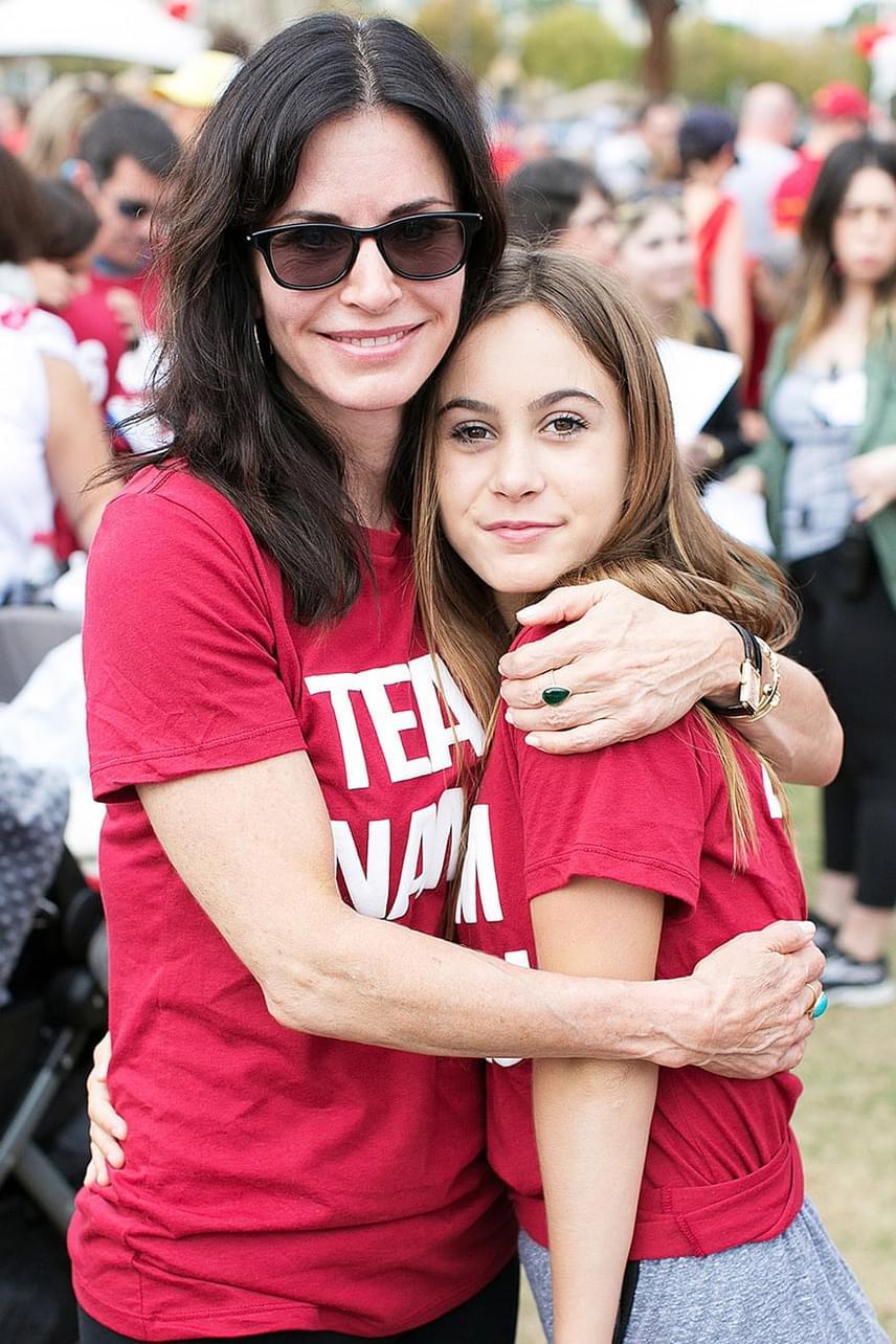 Egy jótékonysági maratonon kapták le a színésznőt és kislányát - gondolnád, hogy még csak 12 éves? Már kész kamaszlánynak tűnik!
