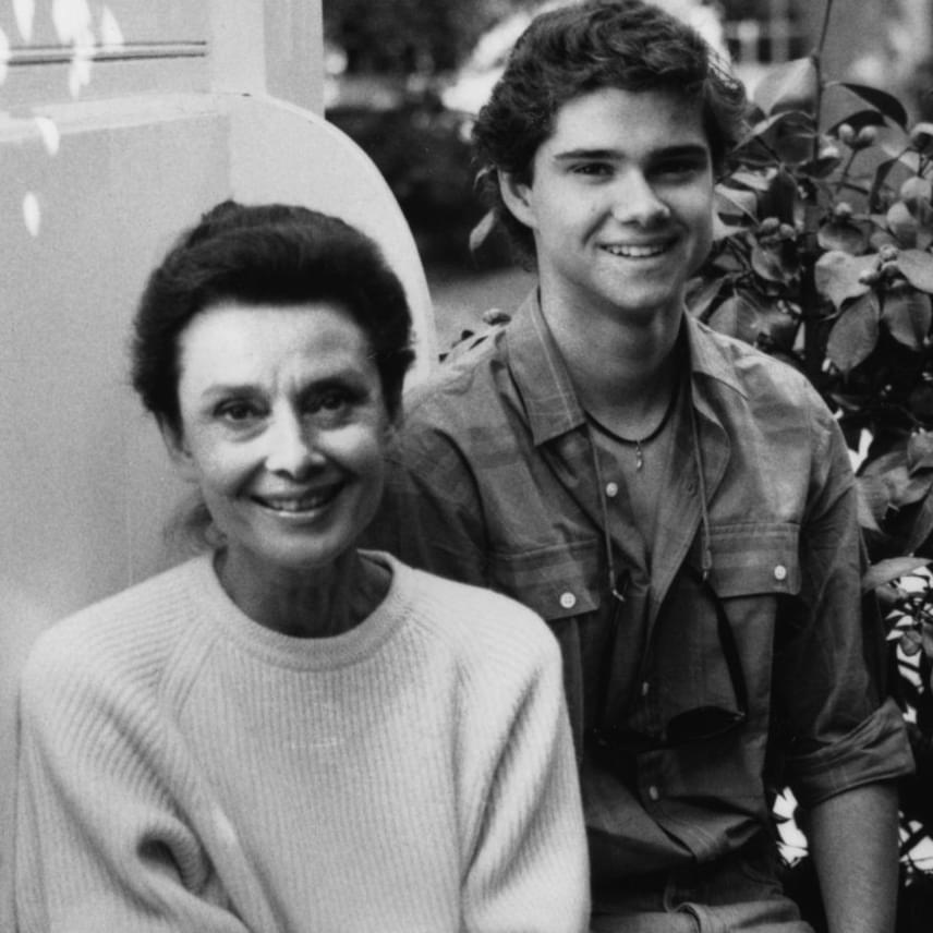 A tinédzser Luca Dotti büszke édesanyja oldalán valamikor a nyolcvanas évek második felében. Audrey Hepburn odáig volt érte.