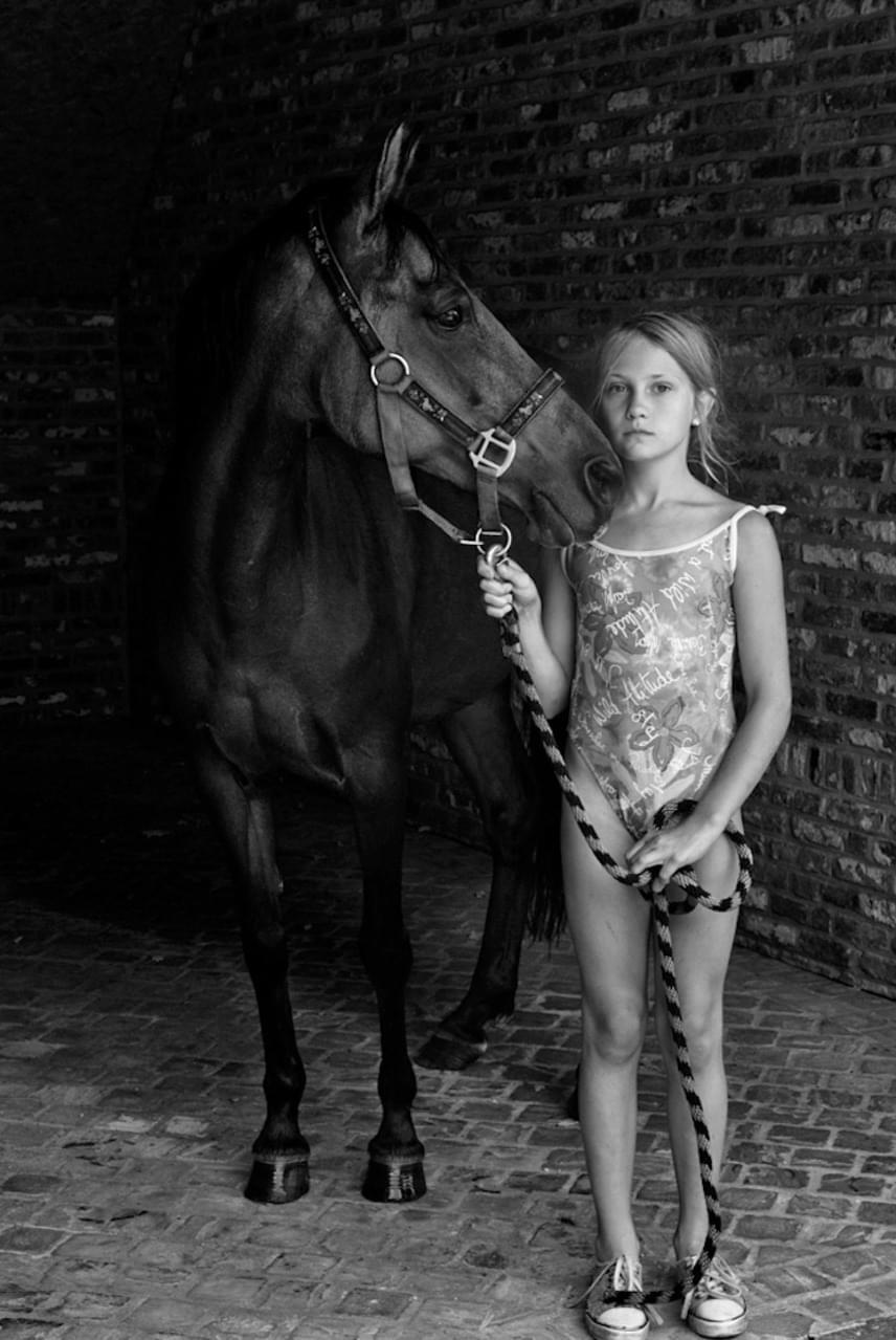 A portré kategóriában Anna Ajtner, egy holland fotós képét, a Lovakkal suttogót értékelte a legmagasabban a zsűri.