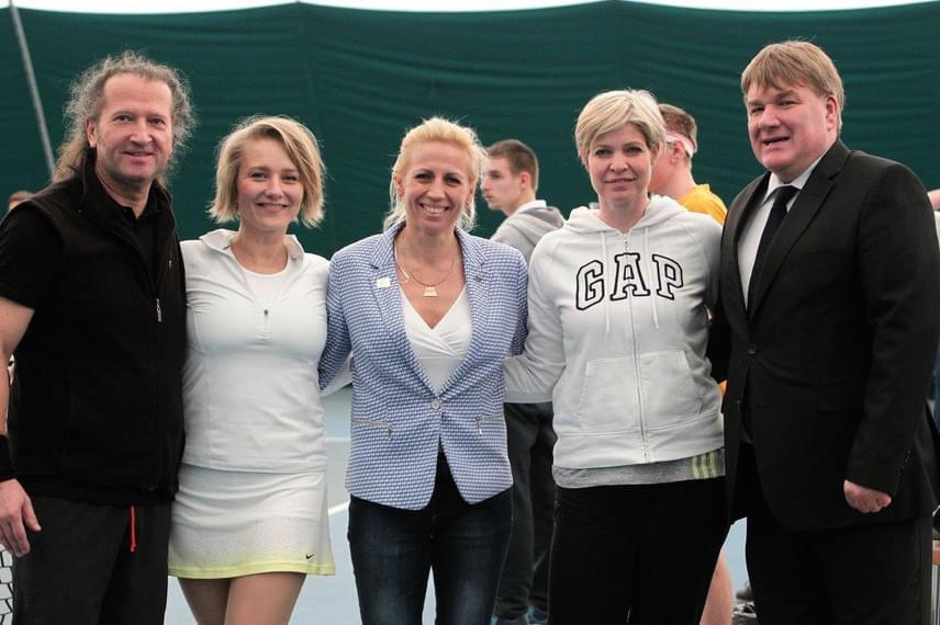 A Budapesten megrendezett IV. Európai Speciális Olimpia Tenisz Napon St. Martin, Mérai Kata és Somogyi Dia is ütőt ragadott.