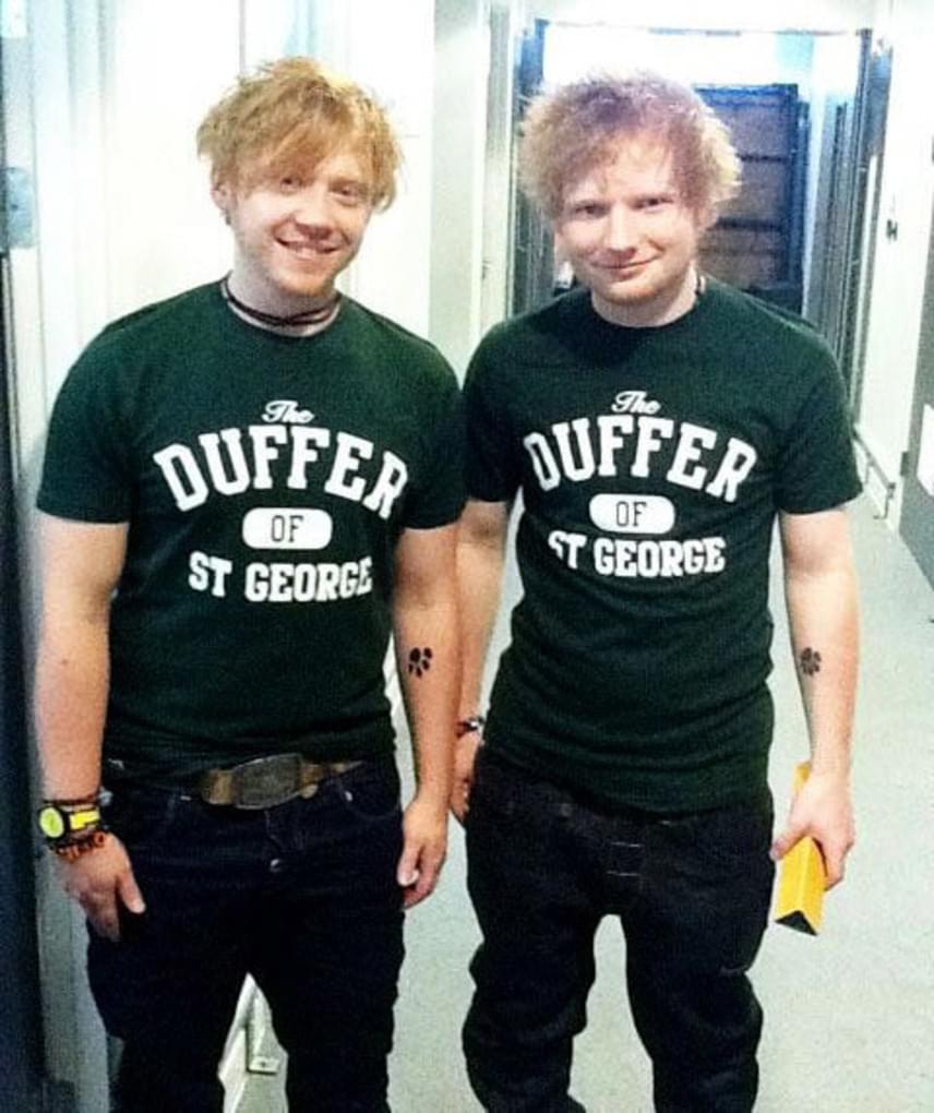 Nemcsak Rupert Grintet keverik a szintén vöröske énekessel, hanem fordítva is: Ed Sheeran többször fotózkodott már olyan rajongókkal, akik azt hitték, ő szerepelt a Harry Potter-szériában.