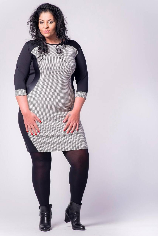 """Mohamed Fatima igazi nő, akinek örömmel bókoltak is rajongói: """"szép ruhák, szép modell"""", írta például egyikük."""