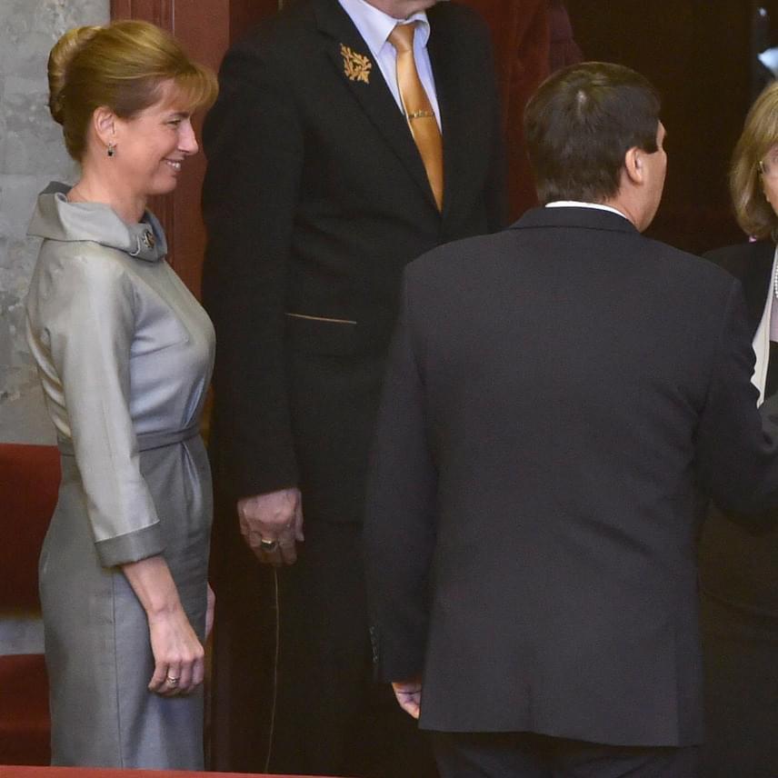 Herczegh Anitának ebben a ruhában Melania Trump mellett sem kellene szégyenkeznie.