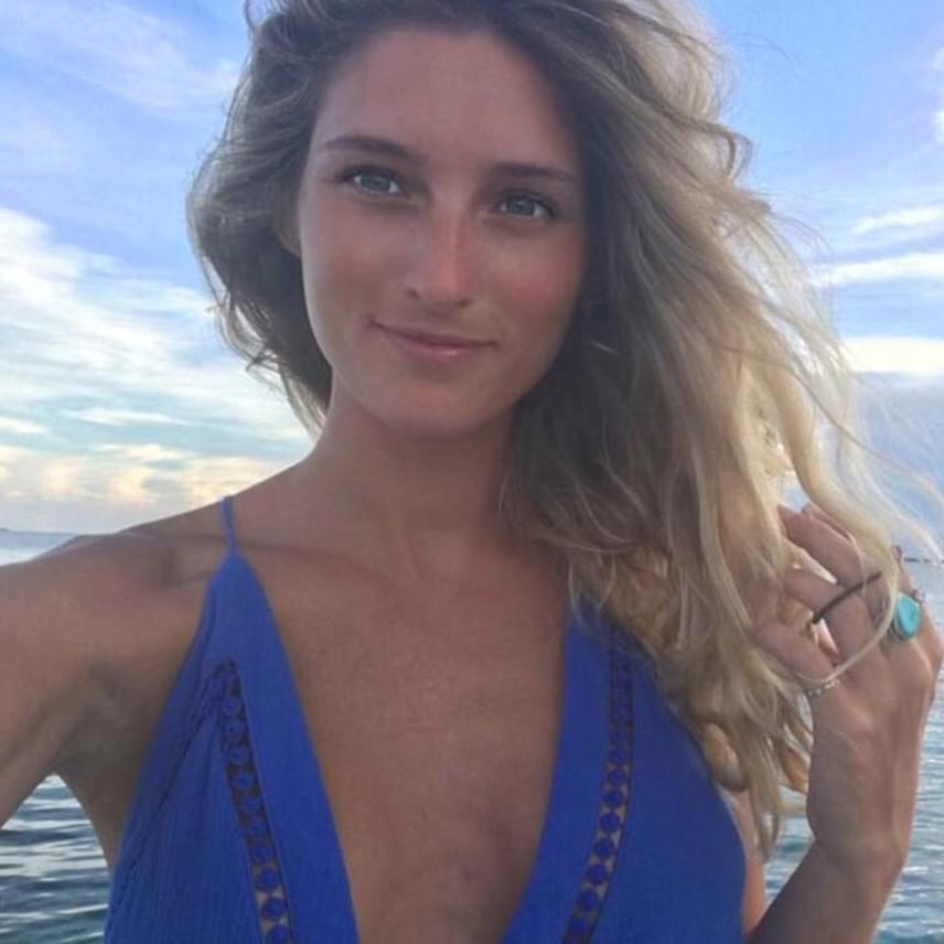 Sophie Taylor ausztrál modell nemcsak a herceggel és a barátaival tartott a hétvégi kiruccanásra, hanem még együtt is iszogatott és táncolt is a trónörökössel.