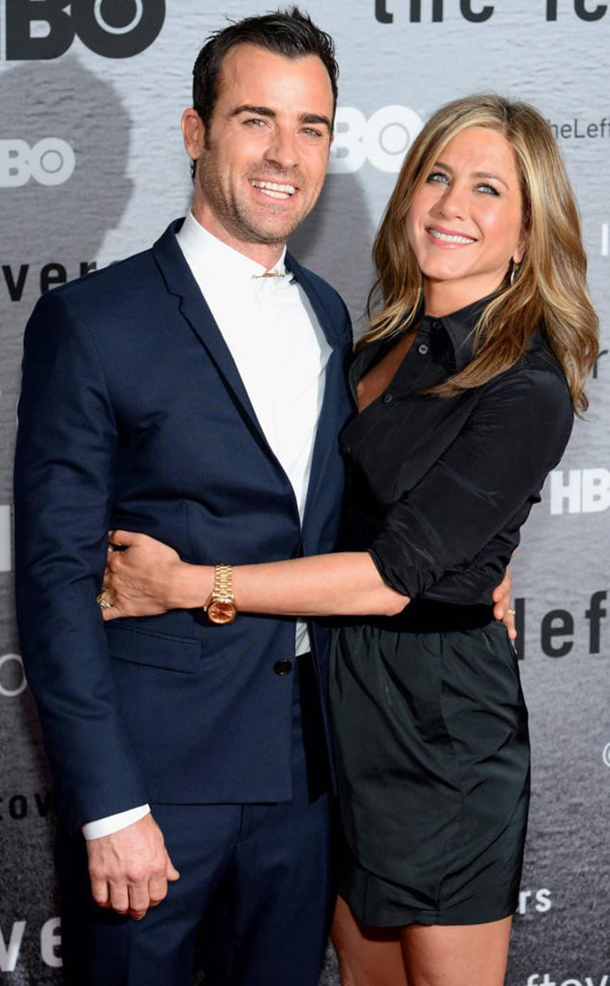 Mindenki tűkön ülve várt arra, hogy megtudja, milyen menyasszonyi ruhában állt oltár elé Jennifer Aniston, azonban csalódnunk kellett - Justin Theroux-val közös esküvőjükről 2015 óta nem került elő fotó.