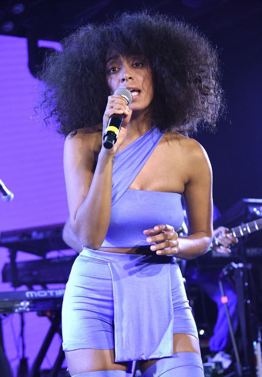 Solange van olyan gyönyörű és vonzó, mint nővére, Beyoncé - a fesztiválon pedig kirobbanó örömmel fogadta a közönség.