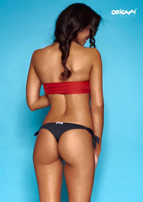Sarka Kata egy bikinis fotózáson formás fenekét is megmutatta.