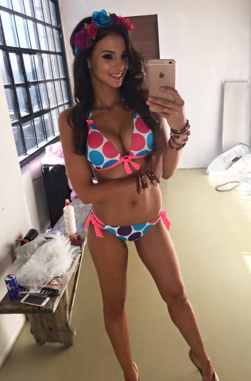 Nem meglepő, hogy Kata több márka, így egy bikiniket forgalmazó cég arca és teste is.
