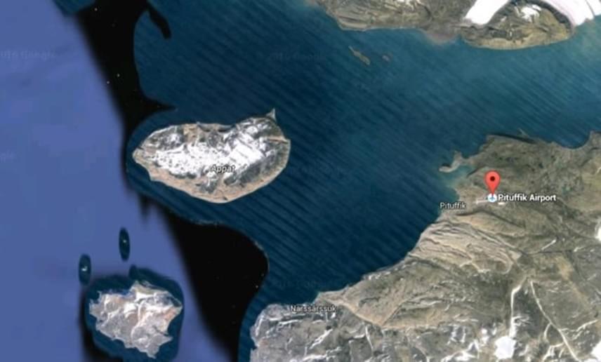 Egy hasonlóan kritikus helyszín található meg a grönlandi partok mellett is. A hidegháború idején a sziget kulcsfontosságú szerepet töltött be az amerikai légvédelemben, nyugati oldalán állították fel a Thule Légibázist, ahol egyes állítások szerint nukleáris fegyvereket is tartottak, a '60-as években pedig egy pusztító baleset történt. A történetet nem igazolták, viszont egy biztos: a partszakasz máig homályosan látható a térképen.