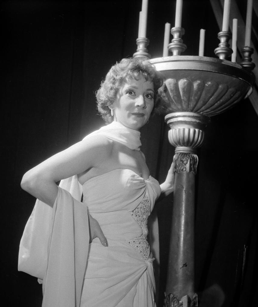 A 31 éves Békés Itala ilyen elbűvölő szépség volt az Irodalmi Színpadon, ahol a Karinthy Frigyes Így írtok ti című művéből készült előadásban szerepelt.