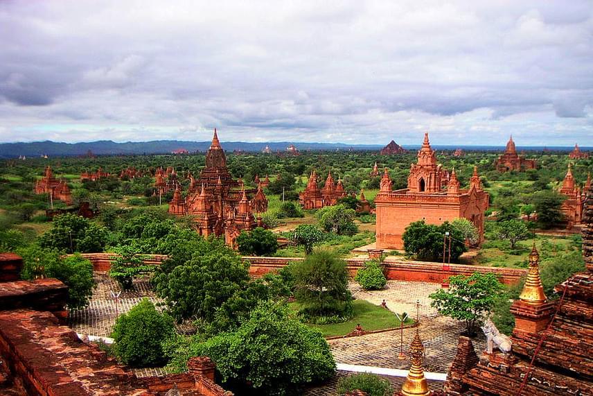 Mianmarban, Bagan ősi városában a 9 és 13. század között több mint tízezer buddhista templom és pagoda épült, melyek közül máig mintegy 2200 épület maradt épen, lenyűgöző városképet alkotva.