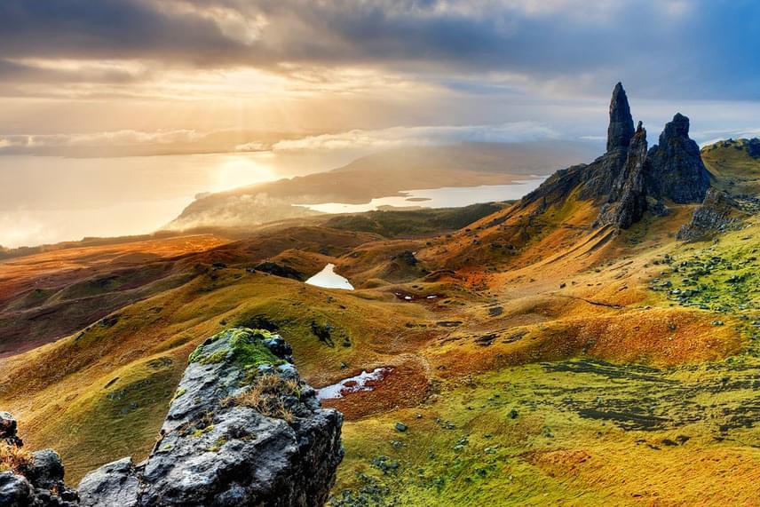 A skót Skye-szigetek sziklás lejtői a világ egyik legdrámaibb panorámájával ejtenek ámulatba, ám a természeti szépségeken túl a helyi kelta kultúra is ősi és lenyűgöző.