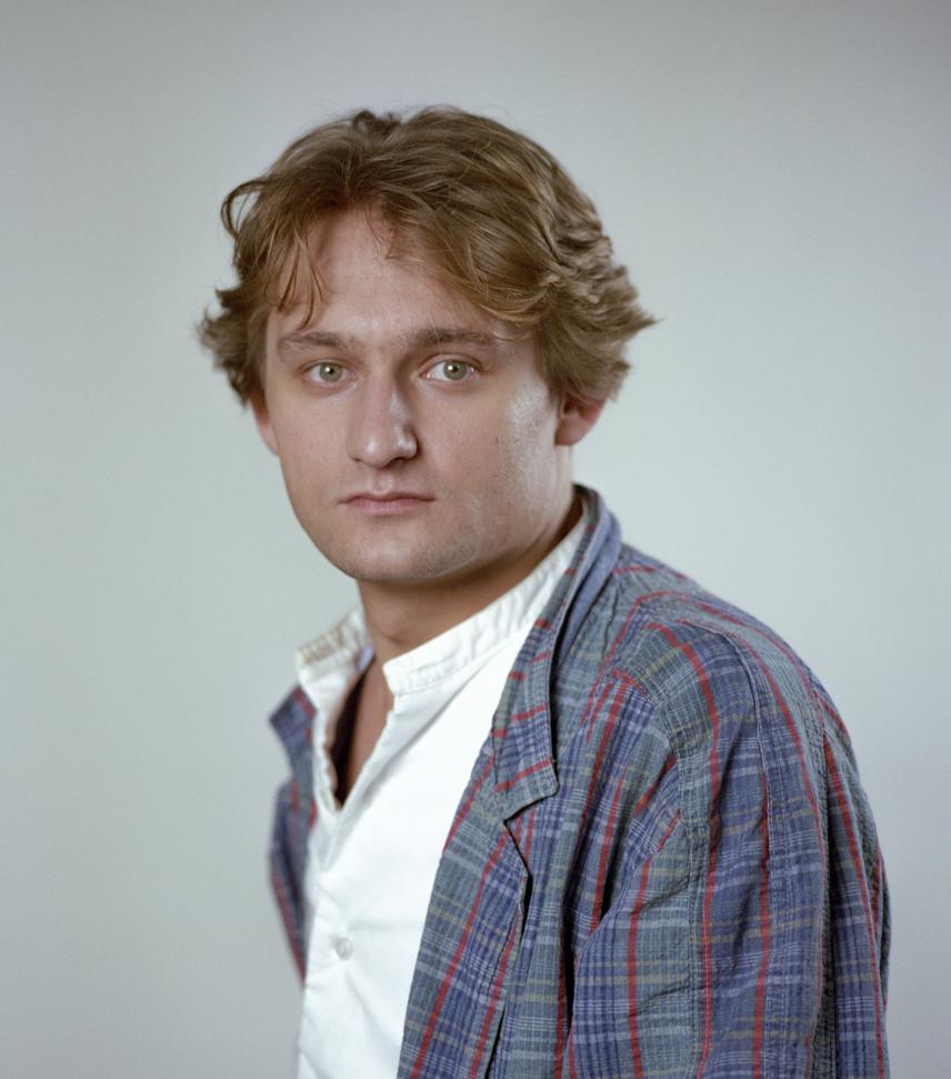 A 37 éves Kaszás Attila 1987-ben a Vígszínház színészeként. 1984-től kezdődően 15 éven át volt a színház társulatának tagja.