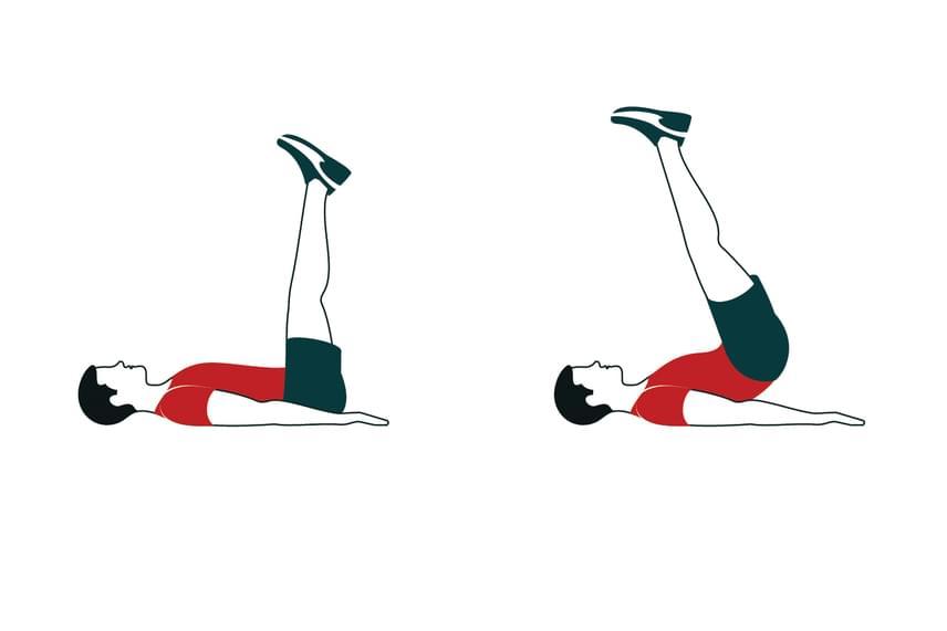 A hanyatt fekvésben végzett csípőemelésekkel az alhasad és a mélyizmaid edződnek. Csinálj belőle legalább két, 20 ismétlésből álló sorozatot!