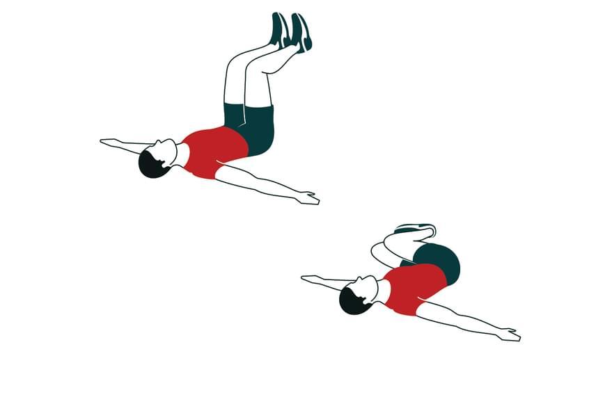 Először egyik, aztán másik oldalra végezd ezeket a lábemeléses csípőfordításokat, melyekből háromszor tíz tartozik egy edzéshez.