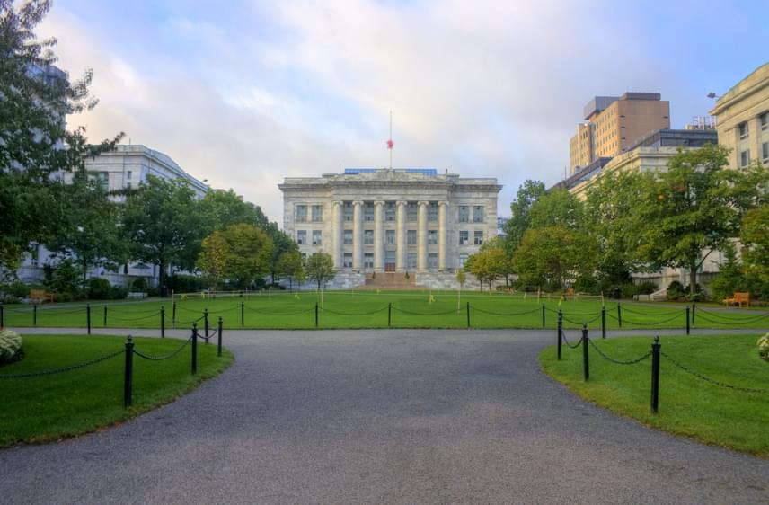 A szintén amerikai, bostoni Harvard Medical School az Egyesült Államok legjobb egyetemi kórháza, mely a kutatások területén is kiemelkedik.