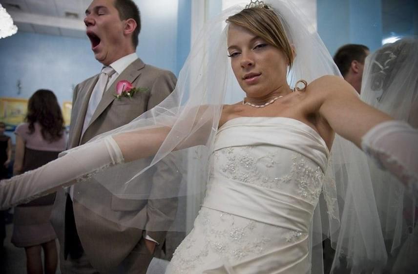Az esküvői szelfi akár egyedi is lehet, hajnalban viszont már nem biztos, hogy a legjobb ötlet.
