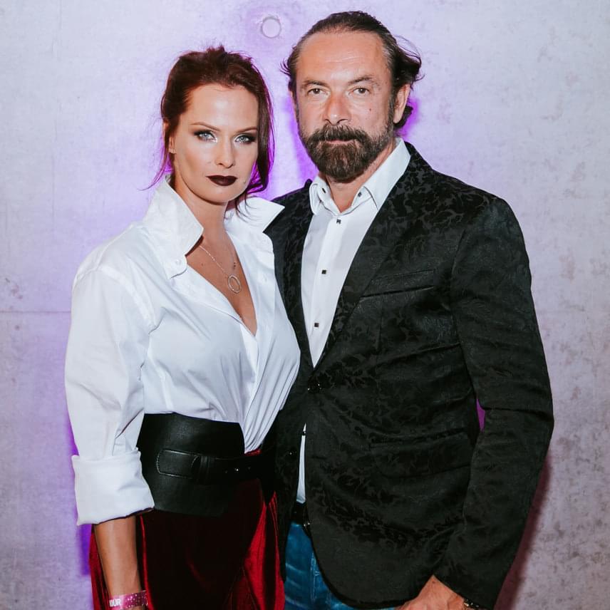 Dobó Kata természetesen szerelmével, Zsidró Tamással érkezett a 2017-es Glamour-gálára.