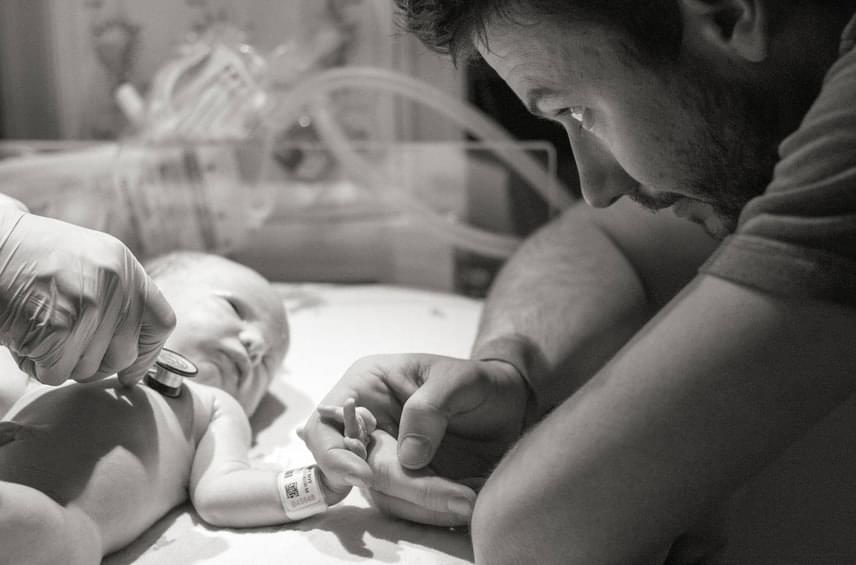 Apa és gyermeke örök szövetséget kötöttek.