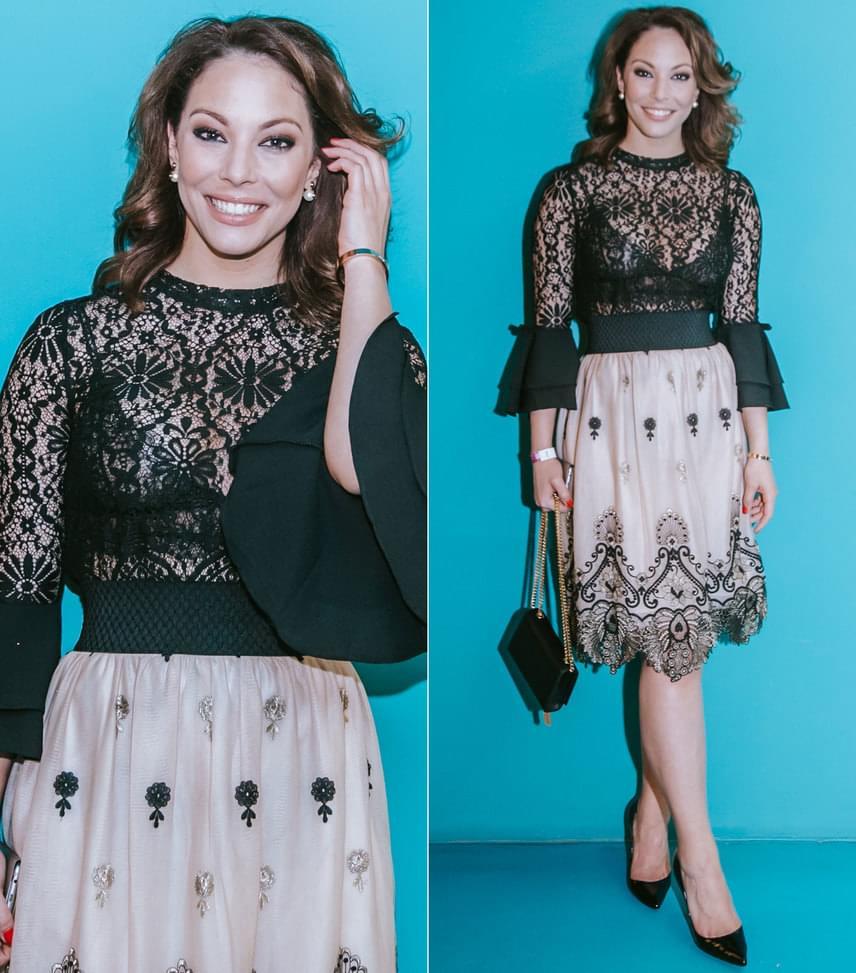 Szabó Dóra, a Mokka műsorvezetője a Colorado Fashiontől választotta gyönyörű csipkeruháját.