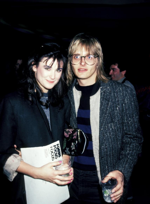 Freddy Moore, a The Nu-Kats együttes frontembere egy évvel később házasodott össze Demi Moore-ral, aki felvette első férje nevét. A színésznő mindössze 17 éves volt a ceremónia idején.