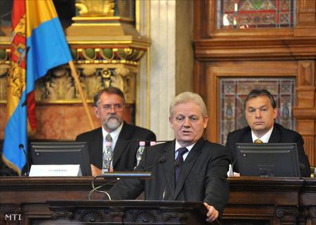 Tarlós István beszél a Fővárosi Közgyűlés alakuló ülésén