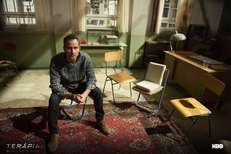 A sorozat zeneszerzője, Balázs Ádám az Oscar-díjas rövidfilm, a Mindenki zenéjét is jegyzi.