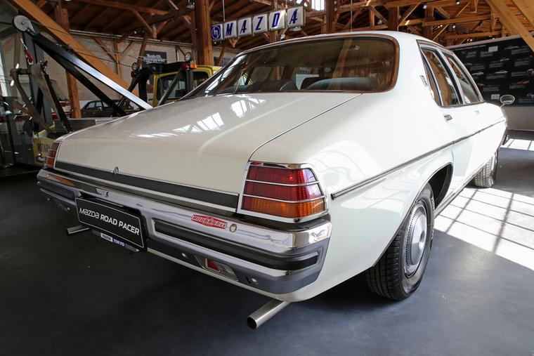 Lehet, hogy nem igazi Mazda, de azért a Road Pacer nem egy csúnya autó, és a részleteket elnézve egyik-másik hetvenes évekbeli amerikai autónál jobb minőségű volt a Holden alapú Wankel-motoros nagylimuzin.