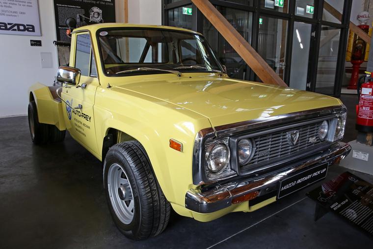 Én már csak azért nem lepődtem meg a tényen, hogy létezett Wankel-motoros Mazda pick-up, mert Csikós már korábban földre koppant állát összeszedve mesélte, hogy ilyen létezik