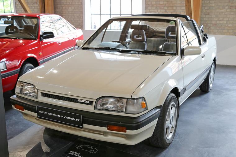 Ha új autóként nem is, de páréves használtként sok magyar emberhez eljutott a BF alvázkódú 323-as Mazda