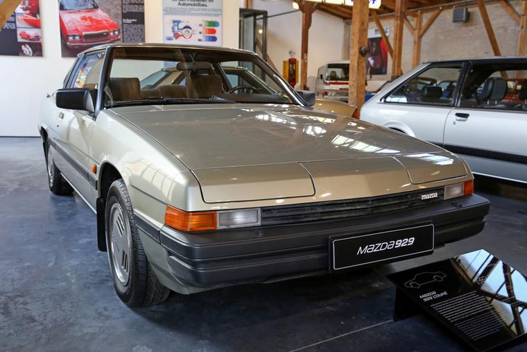 A furcsa bukólámpájú 929 coupé már nálunk sem teljesen ismeretlen autó, a kilencvenes évek elején Magyarországra is került jó néhány használt példány