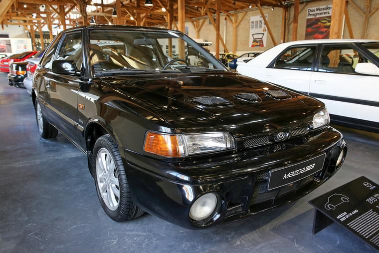 Csak reméltem, hogy lesz egy ilyen is a gyűjteményben: megkímélt Mazda 323 GT-R
