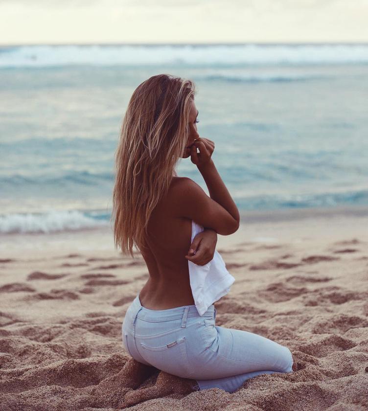 Amikor 18 éves lett, a lány Ausztráliába költözött, ahol aztán modellkarrierje is beindult
