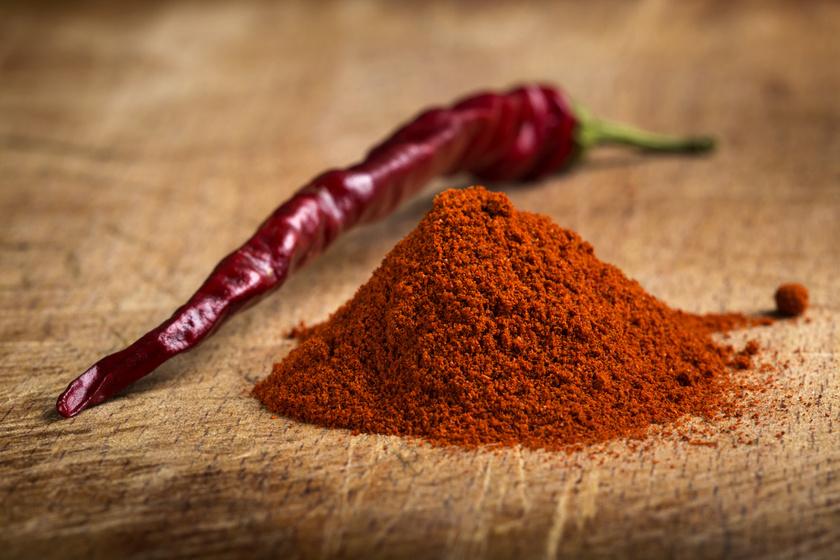 A csípős paprikában található kapszaicin az egyik legerősebb apoptózist elősegítő hatóanyag. A csípős ételekkel azonban vigyázni kell, nagy mennyiségben fogyasztva károsak lehetnek az emésztőrendszerre.