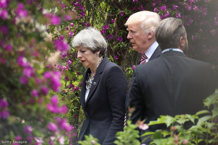 A Trumppal való megbeszélésen kiderült, hogy Theresa May a szomorú, elkeseredett arckifejezésben is nagyon erős tud lenni