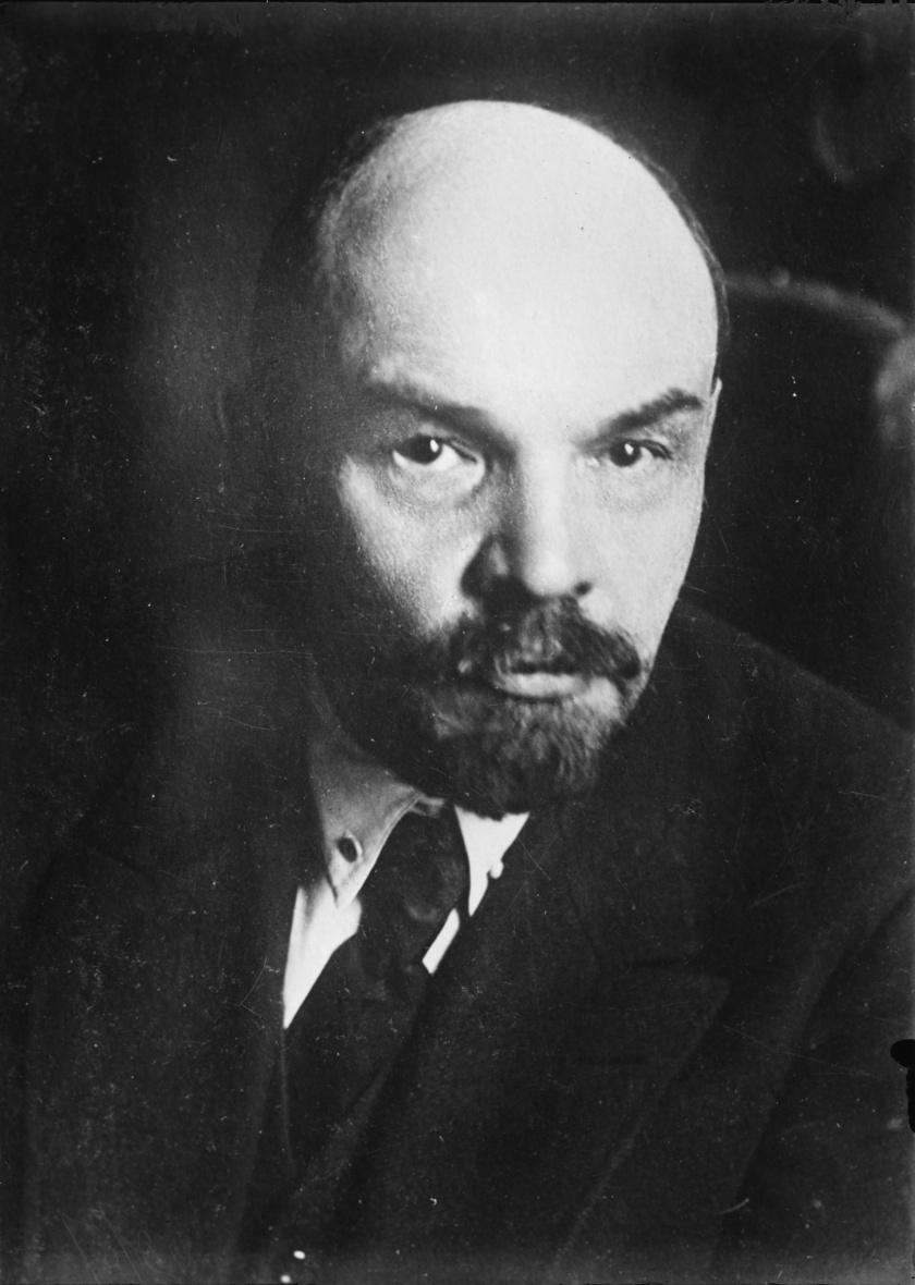 A Szovjetunió első vezetője, Lenin agyvérzésben halt meg, de a boncolás ennél szörnyűbb kórt mutatott ki. Az agya szinte elkövesedett, mert a cerebrovascularis atherosclerosis nevű betegség - hétköznapi nevén az agyi érelmeszesedés - miatt rendkívüli mennyiségű kalciumlerakódások voltak az ereiben.