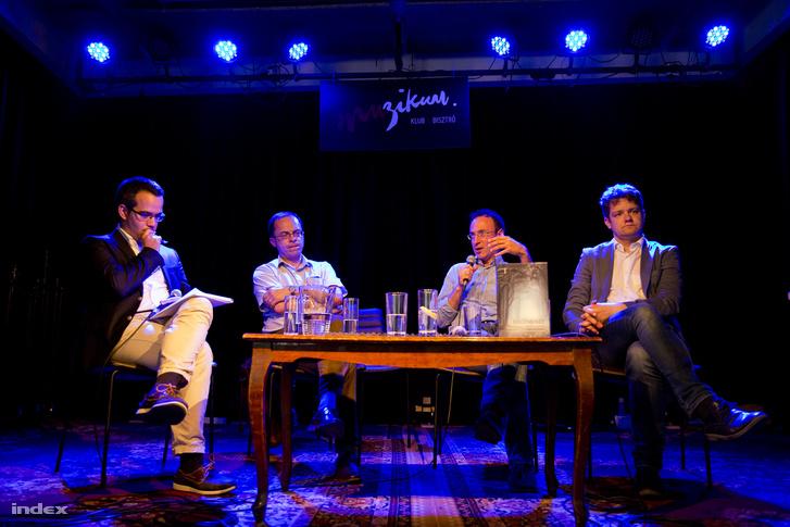 Ablonczy Bálint, Balázs Zoltán, Stefano Bottoni és Tóth Csaba a könyvbemutató beszélgetésén.