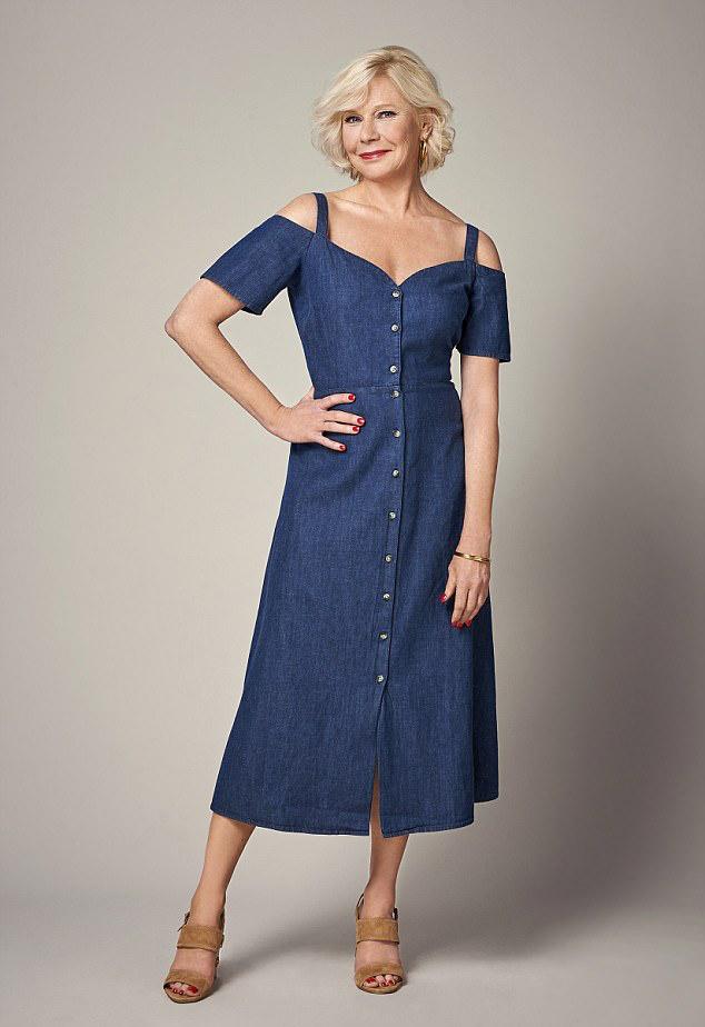 95e155ce43 Ha szereted a kicsit merészebb ruhákat, akkor válassz nyugodtan  farmeranyagból készült, hosszabb, nem