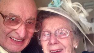 Imádja az internet a nagypapát, aki 65 év házasság után az instán rajong feleségéért