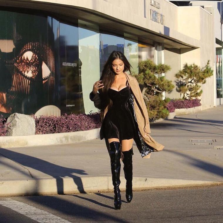Jennifer Pamplona, a 24 éves brazil modell számára a testszerte kerekedő Kim Kardashian testesíti meg a tökéletes nőt