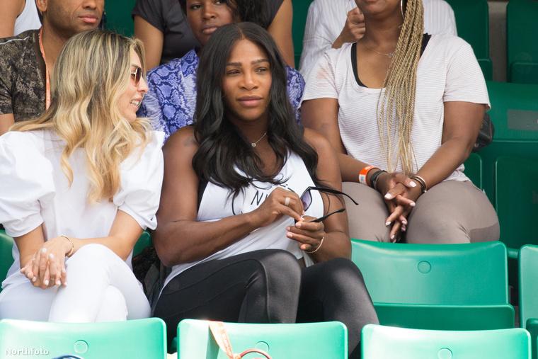A teniszezőnő snapchat-en osztotta meg a hírt a nyilvánossággal, bár mint utólag kiderült, nem is akarta, csak véletlenül sikerültígy.