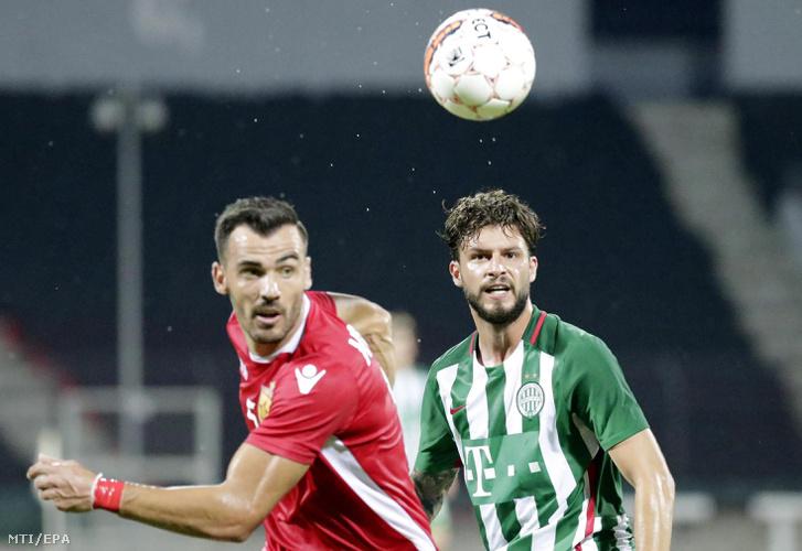 Marco Djuricin a Ferencváros és Gezim Krasniqi az albán Partizani játékosa a labdarúgó Bajnokok Ligája selejtezõi második fordulójának elsõ mérkõzésén az albániai Elbasanban 2016. július 13-án.