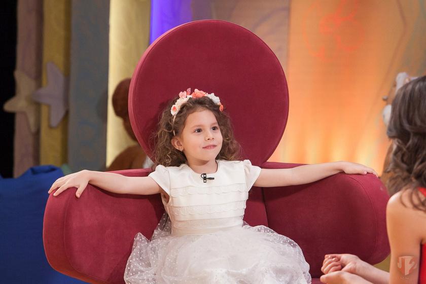 Székhelyi József lánya, Sára Anna már ötéves.