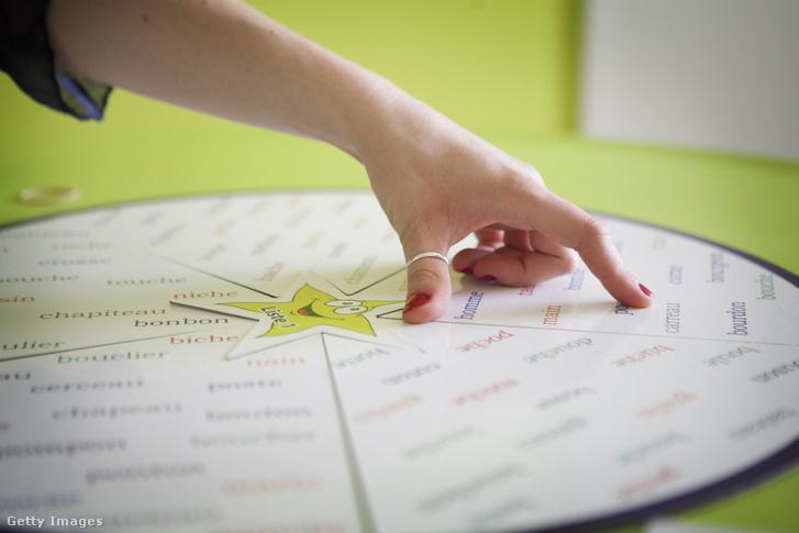 Speciális szótanulási módszer diszlexiás gyerekeknek egy francia iskolában