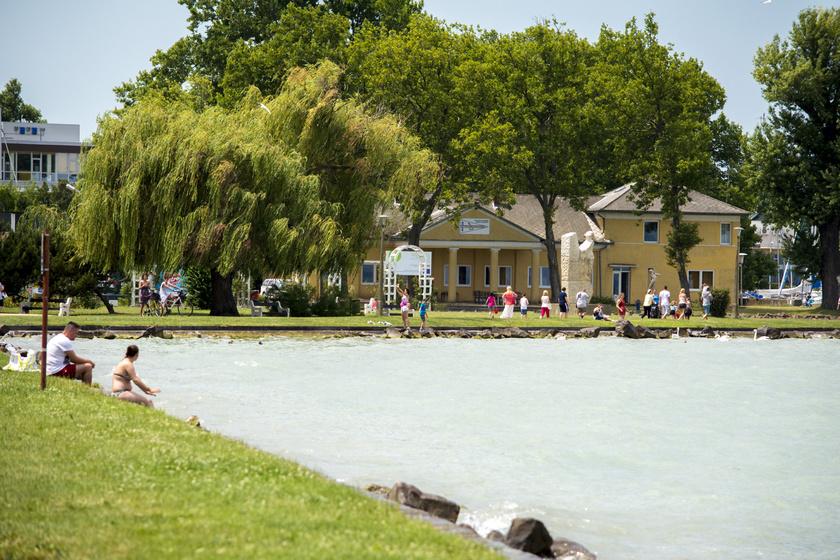 A nyárias idő meghozta a kedvet a Balatonhoz, a legtöbben Siófokot veszik célba.