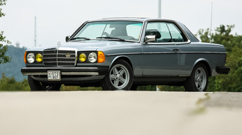 Mercedes-Benz 300CD Turbodiesel (C123) – 1982.