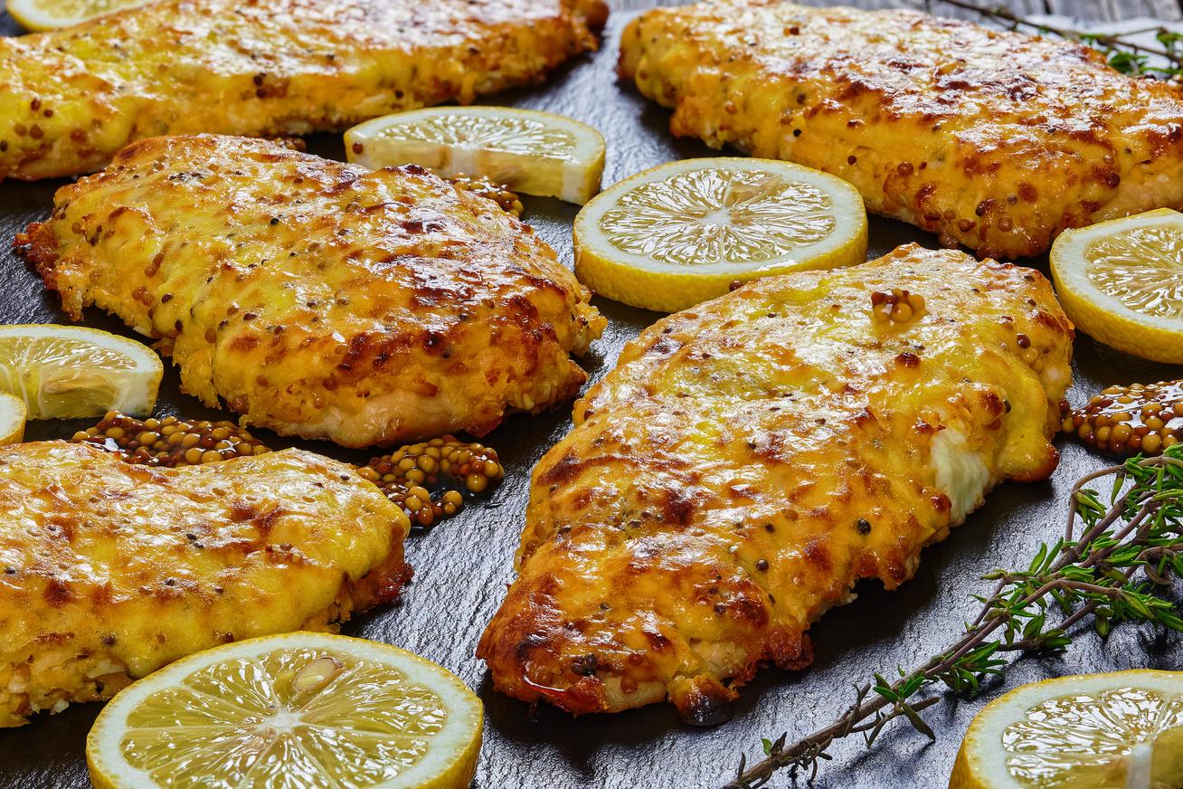 mustaros-sajtos-csirkemell