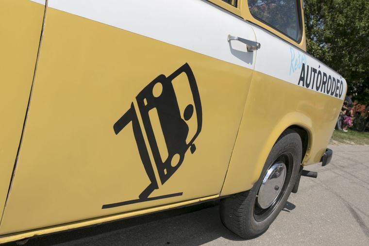 Vigyázat, két keréken közlekedő Trabant!
